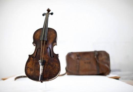 「鐵達尼號」沉船小提琴拍出百萬英鎊