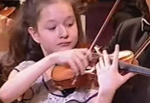 華麗的波蘭舞曲12歲的演奏者