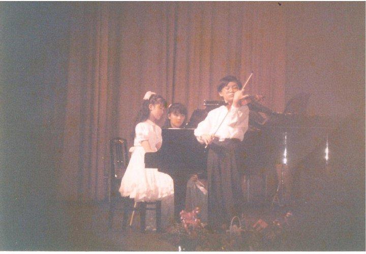 國小六年級登台演出留影