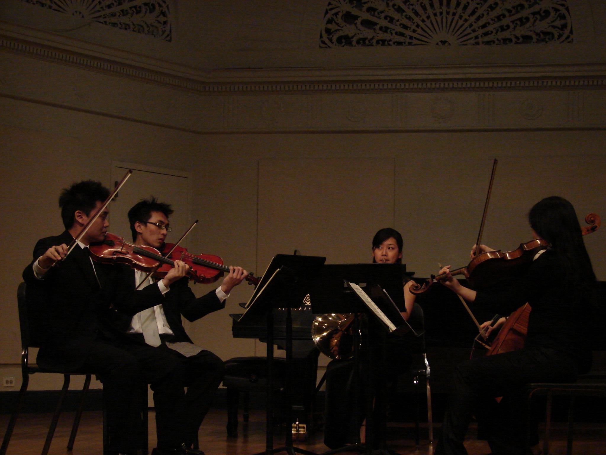 紐約的室內樂演出,左邊的中提琴手已經日美國芝加哥交響樂團的團員了.......