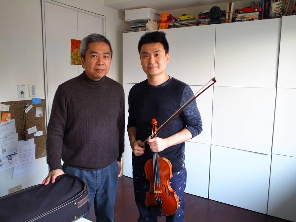 與小提琴家胡乃元合影