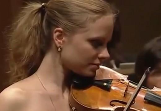 精通小提琴也精通鋼琴的美女小提琴家