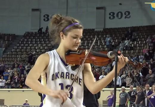 籃球比賽前先來段小提琴演奏