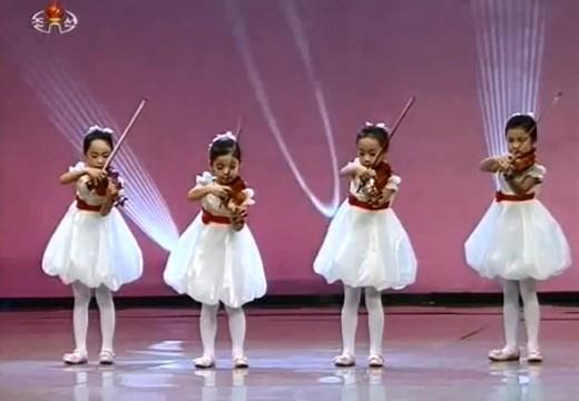 北韓兒童小提琴合奏表演