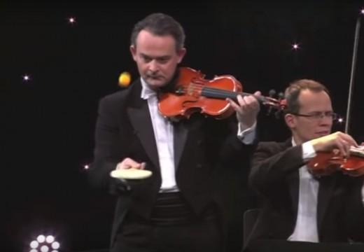 邊拉小提琴邊打乒乓球有可能嗎?