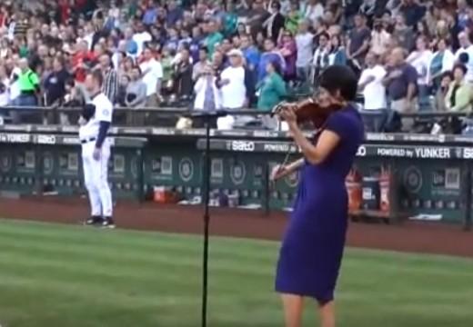 安.梅耶 棒球場演奏 美國國歌